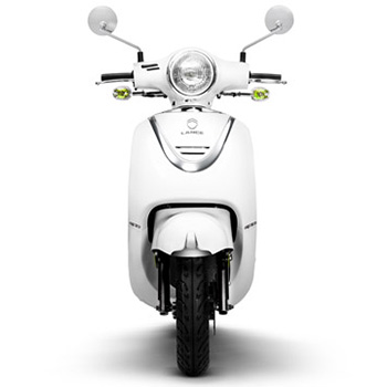 Lance brand scooter model Havana Classic in white, front